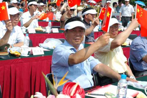上海举行五十六个民族载歌载舞庆国庆